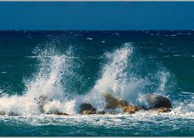 Неспокойное весеннее море.
