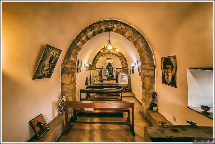 Интерьер церкви Панагиас в Кормакитисе (Коручам).
