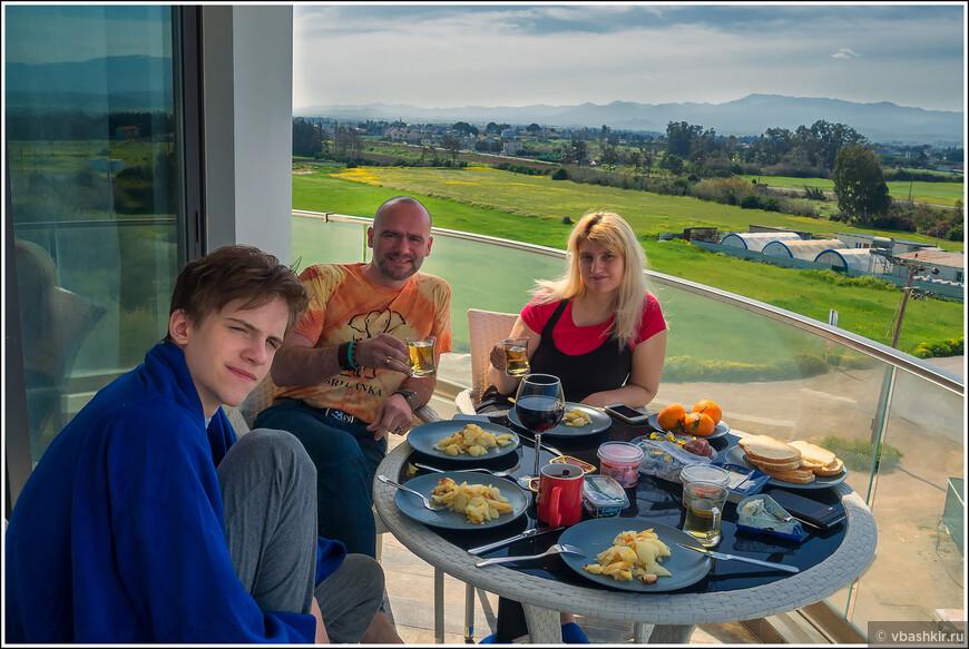 Завтрак на балконе. Фото - @ronadort