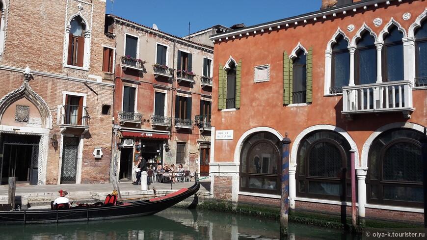 Цвета Венеции - терракотовый, белый и зеленый