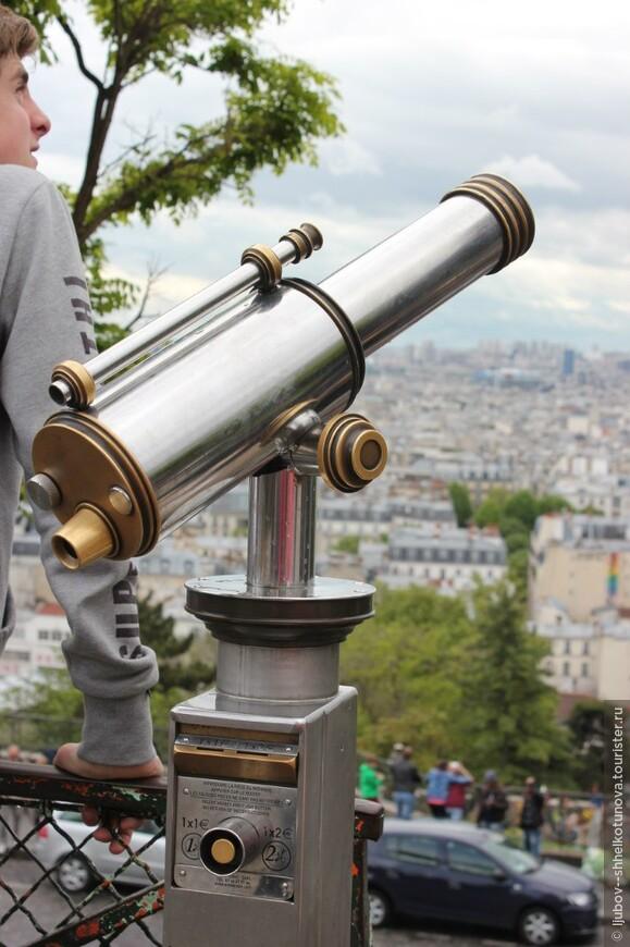 Монма́ртр (фр. Montmartre, букв. Гора Мучеников) — название 130-метрового холма на севере Парижа. Париж. 01.05.2014