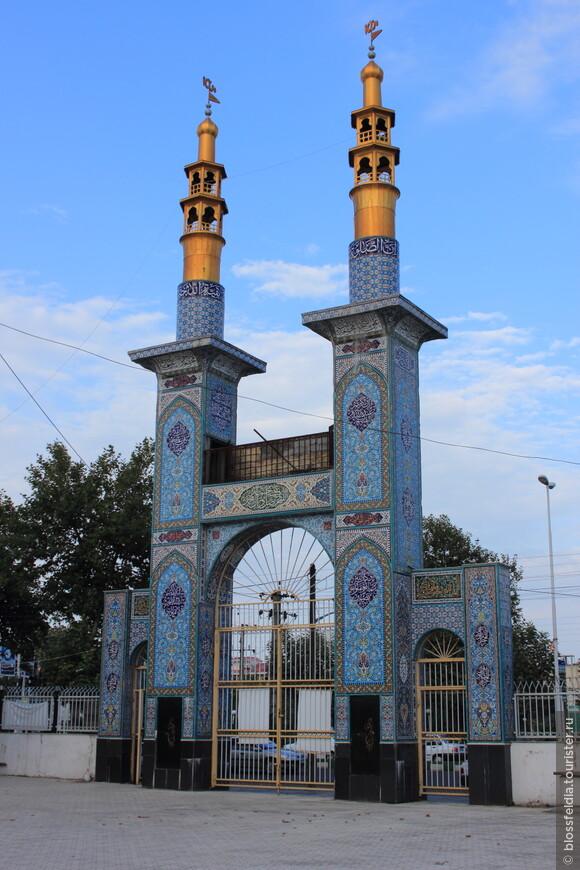 А это уже иранская Астара. До ночного автобуса в Тегеран была пара часов и мы прогулялись по городу.