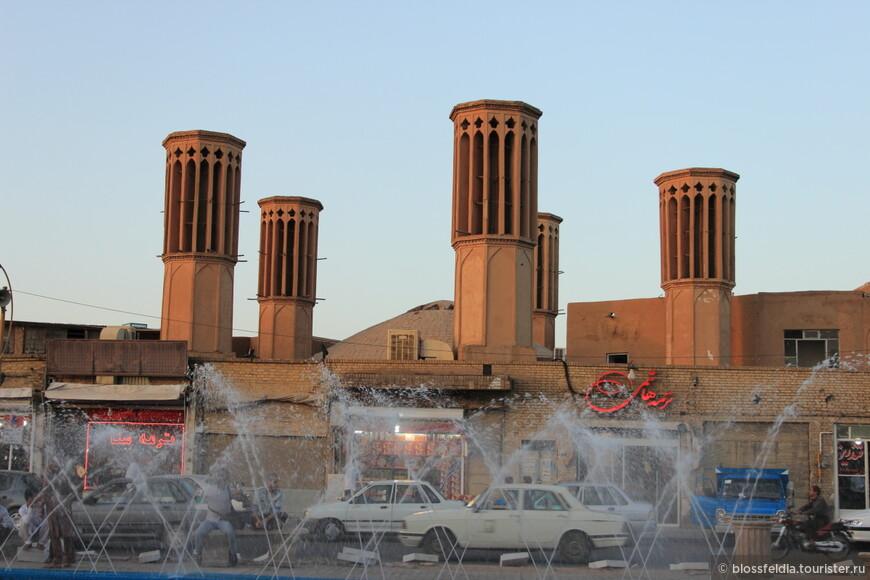 Площадь около нашего отеля перед Комплексом Амир Чахмак