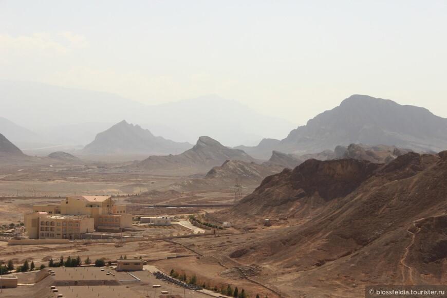Пейзаж около города Язд. Вид с Башни молчания