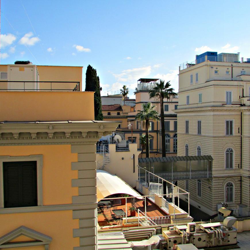 Римские переулки. Такой мы увидели итальянскую столицу из окна   нашего отеля.