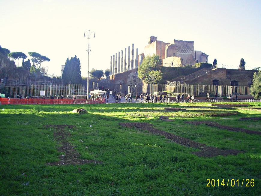 Храм Венеры и Рима.