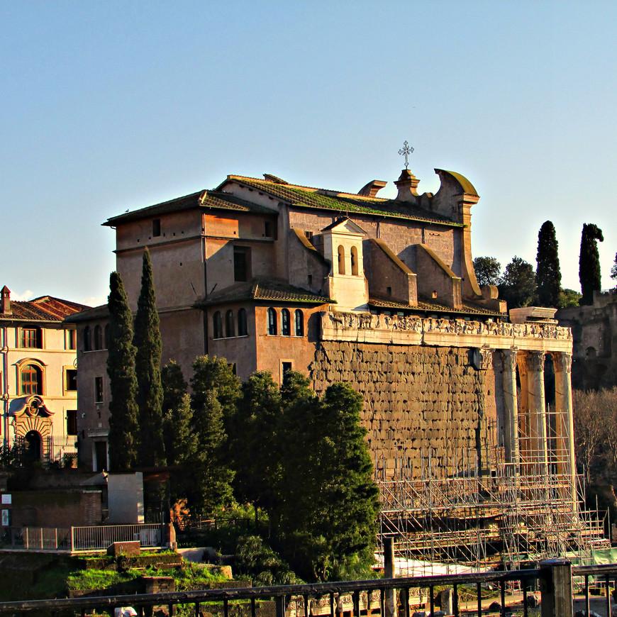 Храм Антонина и Фаустины - церковь св. Лаврентия.