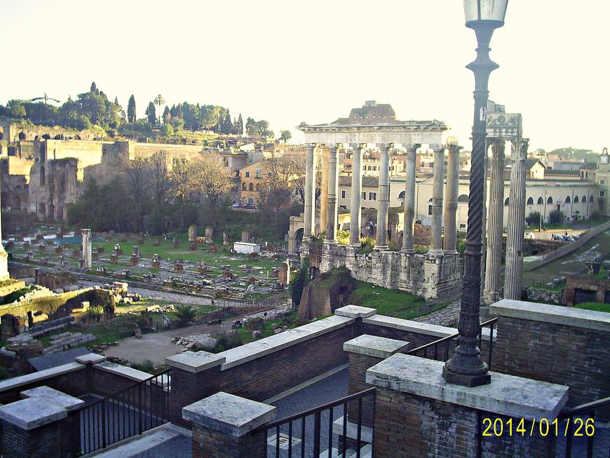 Вид с вершины Капитолия. Руины храма Сатурна.
