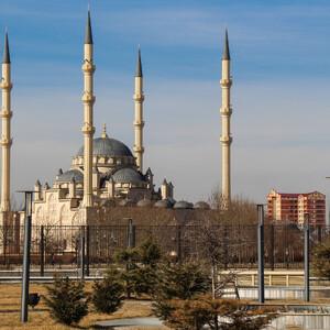 Первый взгляд на мечеть со стороны комплекса Грозный-Сити.