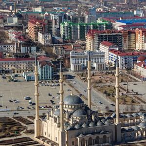 Мечеть, возведенная в классическом османском стиле,шикарно смотрится с высоты: купола, минареты, сквер вокруг-все очень гармонично.