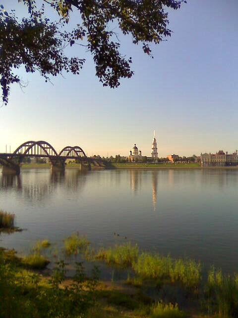 Панорама Рыбинска с другого берега Волги.