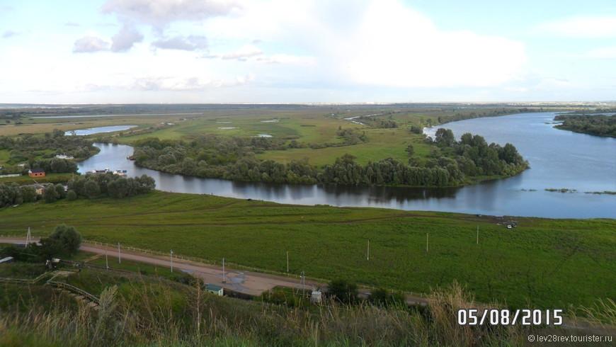 Великолепный вид на реку Каму с Елабужского городища. Местные жители уверяют, что это место называют 9 чудом света, не знаю так ли это, но вид на Каму завораживает своей красотой!