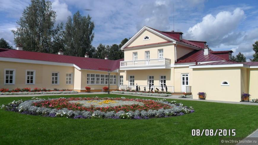 Дом музей П.И. Чайковского в г. Воткинске. Усадьбу Чайковского только открыли после реставрации, гулять там одно удовольствие.
