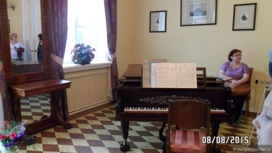 На этом рояле играл 15 летний П.И. Чайковский.