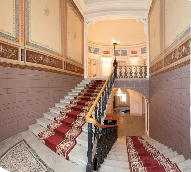 Парадная лестница. Фото из интернета.