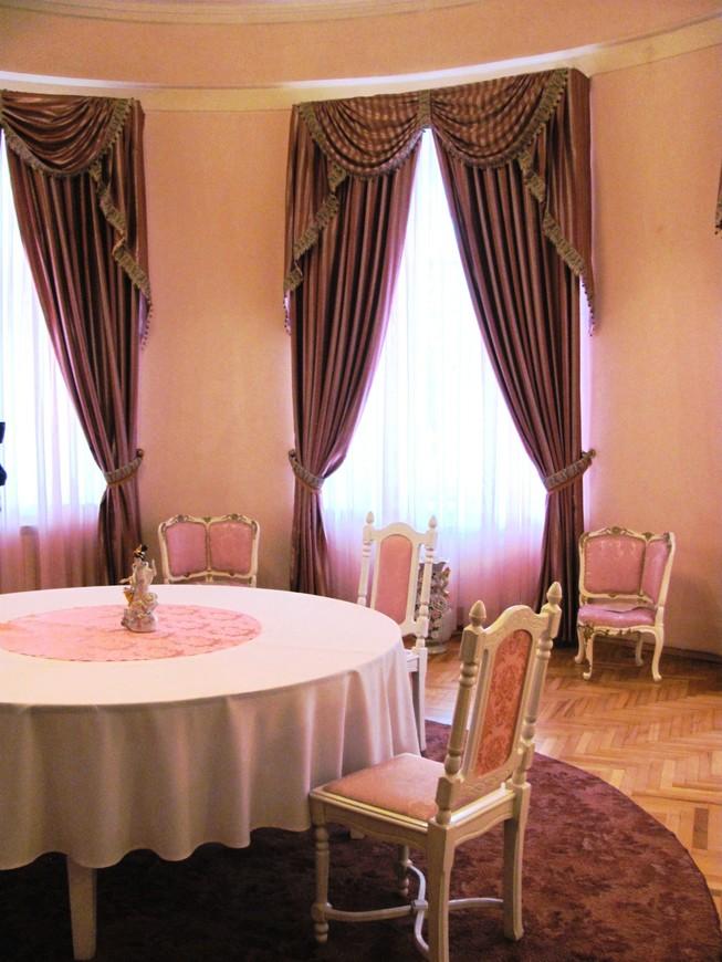 Розовая гостиная. Здесь посетители ожидали приема у министра или личного приема у семьи