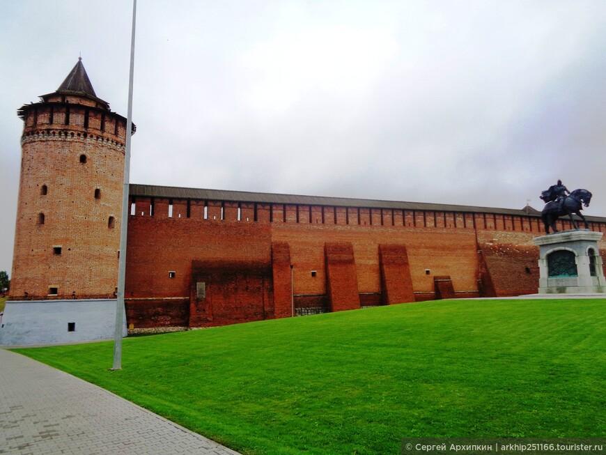 Коломна город- с очень трудной судьбой. Неоднократно разорялся войсками татаро-монгольских ханов - в 1238 (нашествие Батыя - внука Чингис-хана), в 1293, 1382 (нашествие Тохтамыша). 1408 году -нашествие Едигея,1440, 1521,. А это означало, что все приходилось начинать с пепелищ, кроме того почти всех жителей убивали. а женщин и детей уводили в рабство. В 1363 году Коломнеа пережила моровую чуму- после которой в городе осталось всего несколько сотен человек и полностью сгорела во время великого пожара в 1437 году. Ну и кто вам сказал. что сейчас у нас трудные времена. наши предки посмеялись над ними.