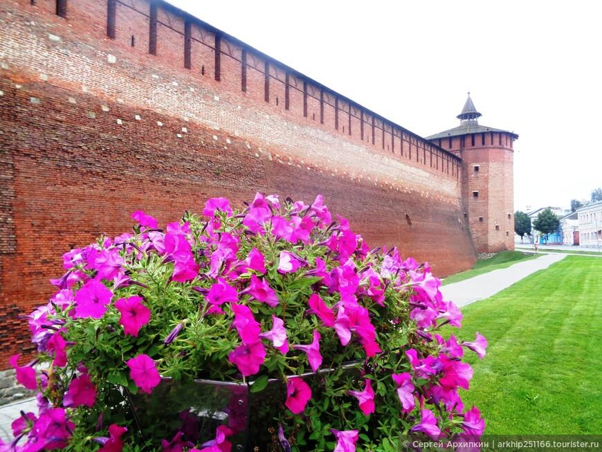 На фото Гранавитовая башня Кремля