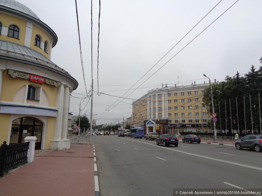 Начало Соборной улицы - а в дали уже виднеется Колокольня в Кремле