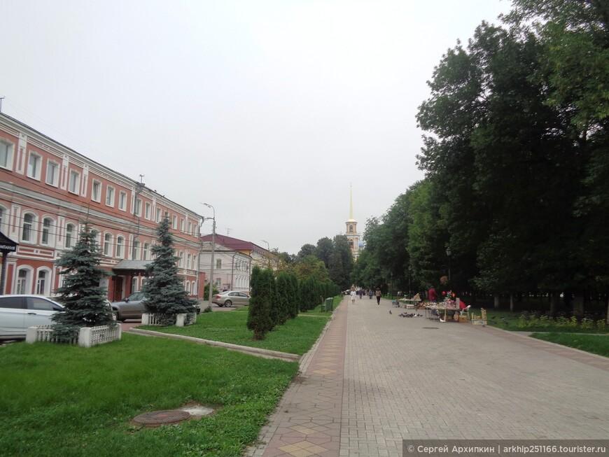 Идем прямо к Кремлю через Соборный парк