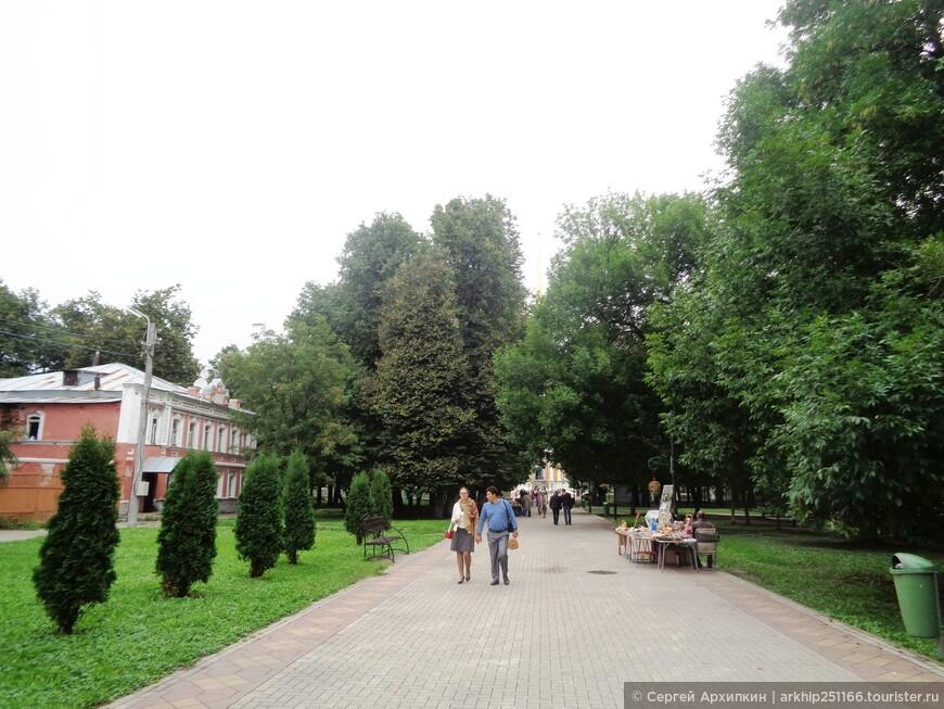 Продолжаем идти сквозь Соборный парк