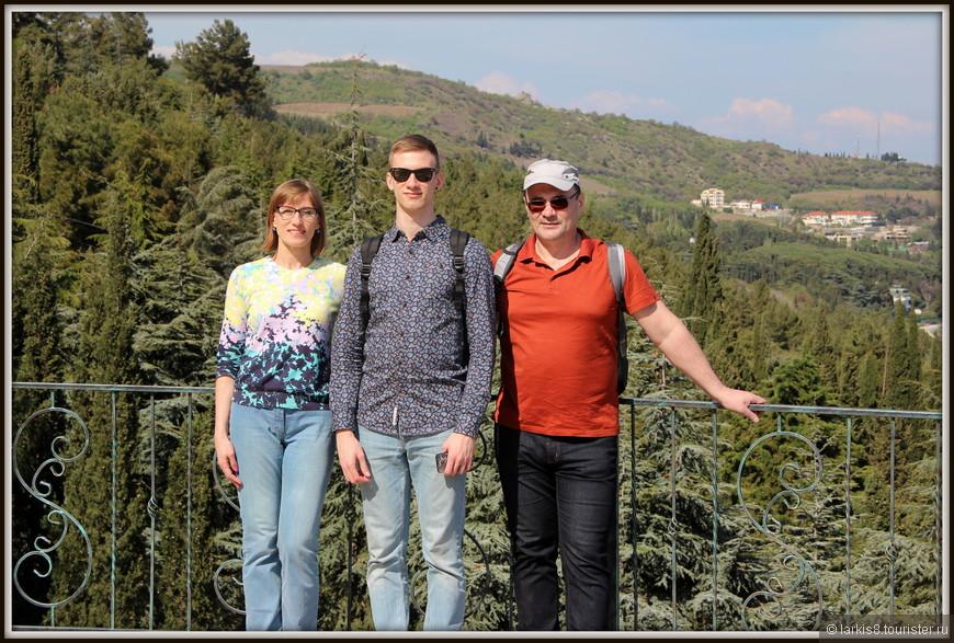 А у меня появилось редкое (как недавно я выяснила в ходе опроса на сайте) фото моей семьи вместе.