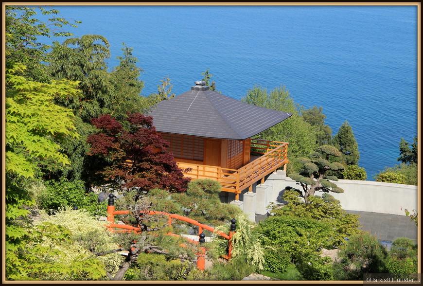 И даже чайный домик и разноцветные клены я увидела!