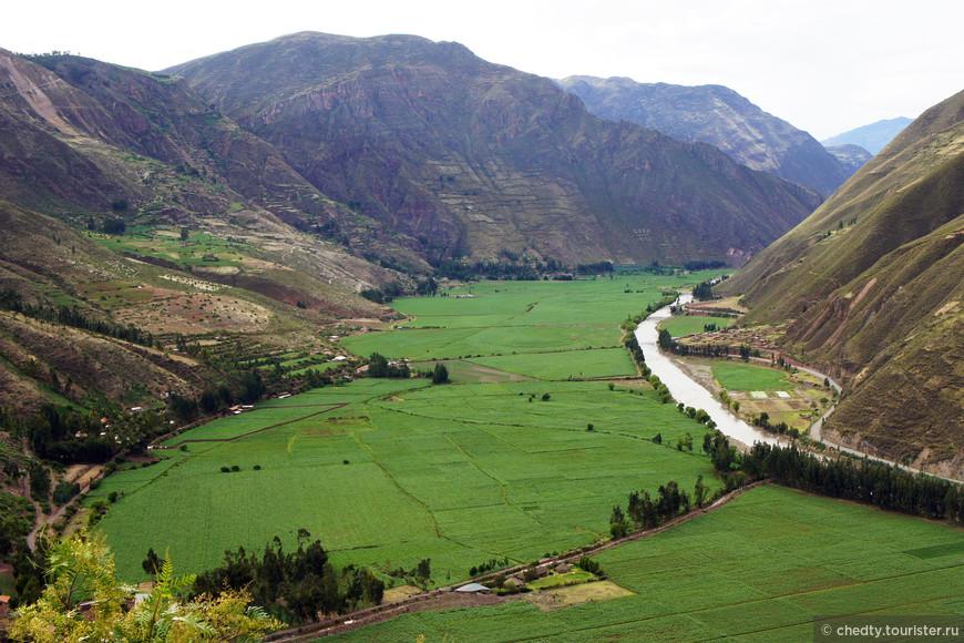 Этим повезло река Урубамба подарила им землю, обычно ущелья намного уже
