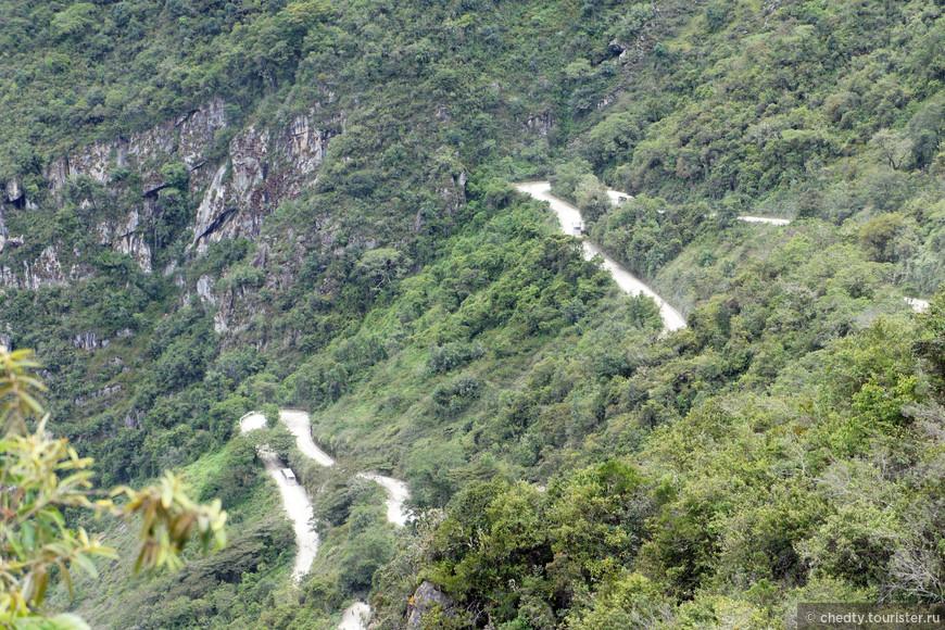 Говорят, что инкская эстафета добегала от Лимы до Кустко за несколько дней. Хорошо все таки что построили дороги, как представлю, что по этим скалам нужно было во вьетнамках бегать