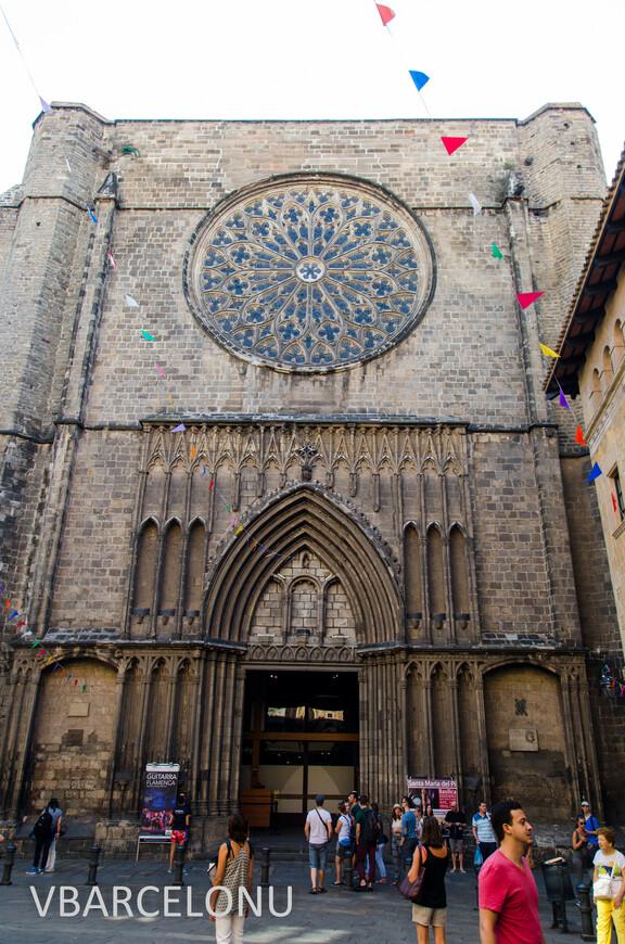 Главный вход в церковь Санта-Мария-дель-Пи