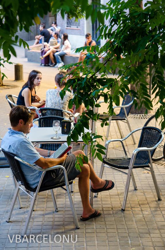 Даже в шумном Готическом квартале есть места, чтобы отдохнуть в тени