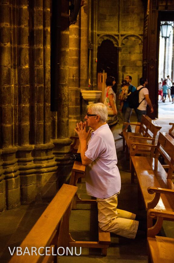 Прихожанин в Кафедральном соборе