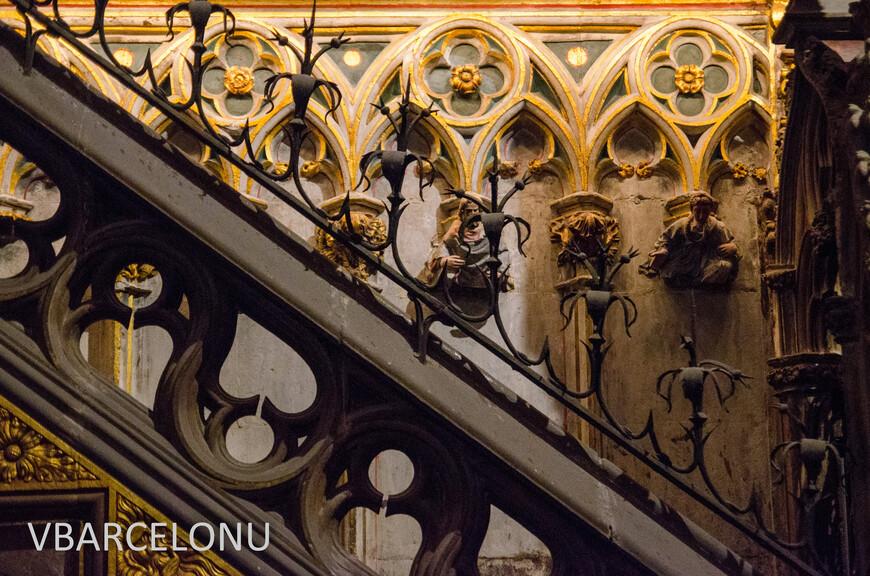 Элементы архитектурных украшений внутри Кафедрального собора