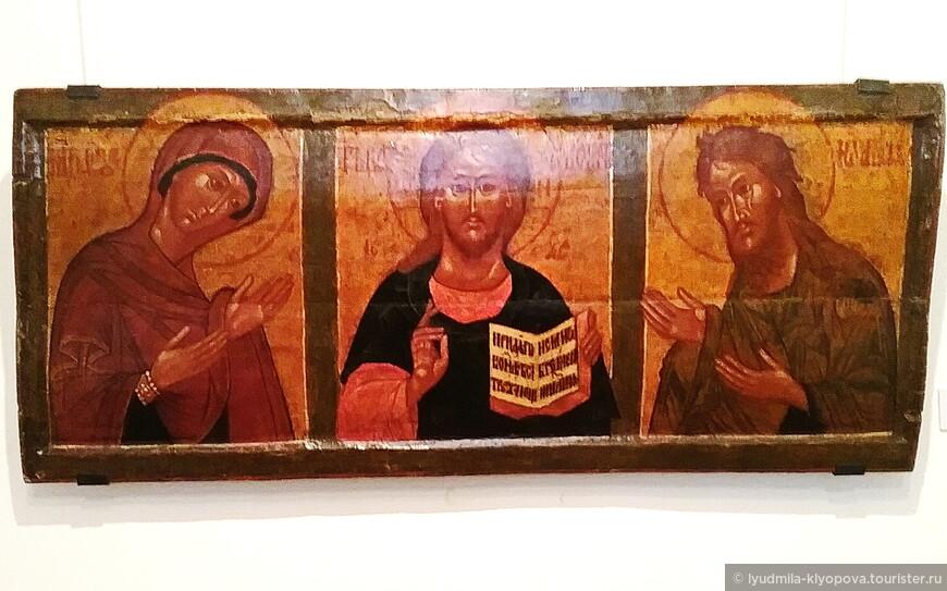 Деисус Спас, Богоматерь, Иоанн Предтеча 17 в. несколько отличаются от икон более старого письма.