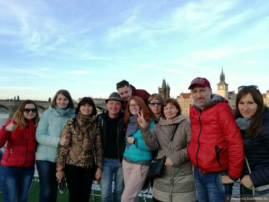 С моими туристами из Белоруссии, экскурсия на кораблике по Влтаве, апрель 2017 г.