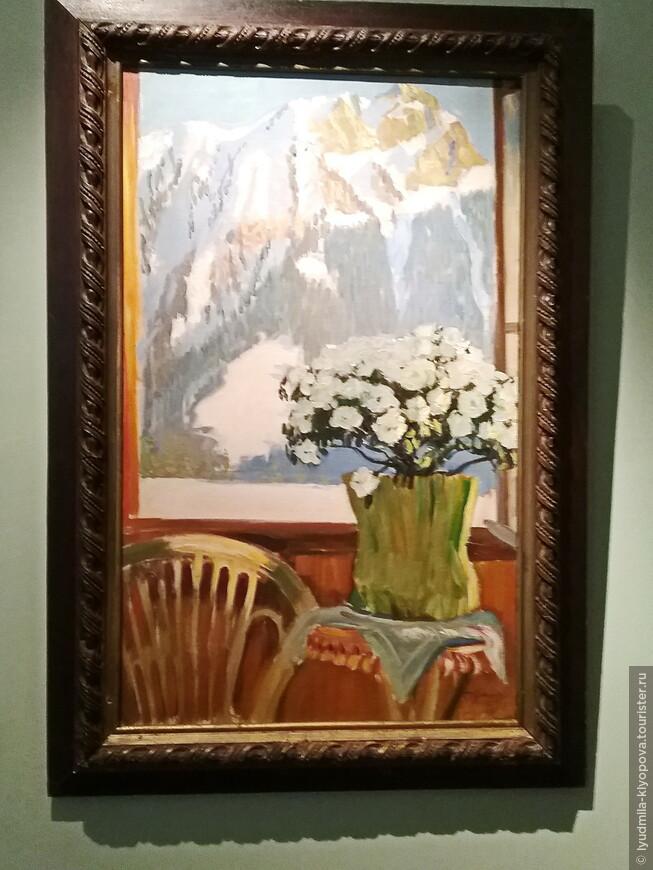 """Вместе со знакомыми работами Б.М. Кустодиева (его стиль не спутаешь ни с чьим) вдруг – """"Цветы на балконе на фоне гор""""."""