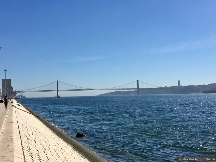 Мост имени 25 апреля – это подвесной мост, который связывает Лиссабон с муниципалитетом Алмада, который находится на левом берегу реки Тежу. Торжественное открытие моста состоялось 6 августа 1966 года, а в 1999 году по мосту пустили первый поезд. Общая длина моста – 2277м, и он входит в двадцатку самых длинных подвесных мостов в мире. На верхней платформе моста – автострада с 6 рядами движения, внизу - железнодорожные пути.