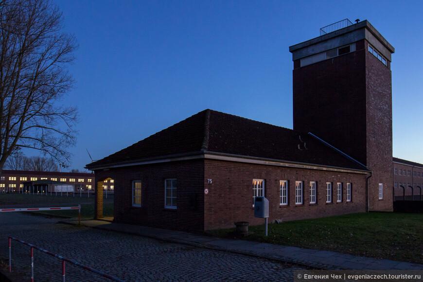 Работает мемориал ежедневно, вход бесплатно. Адрес: Jean-Dolidier-Weg 75, 21039 Hamburg Информация на 4 языках, в т.ч. русский.