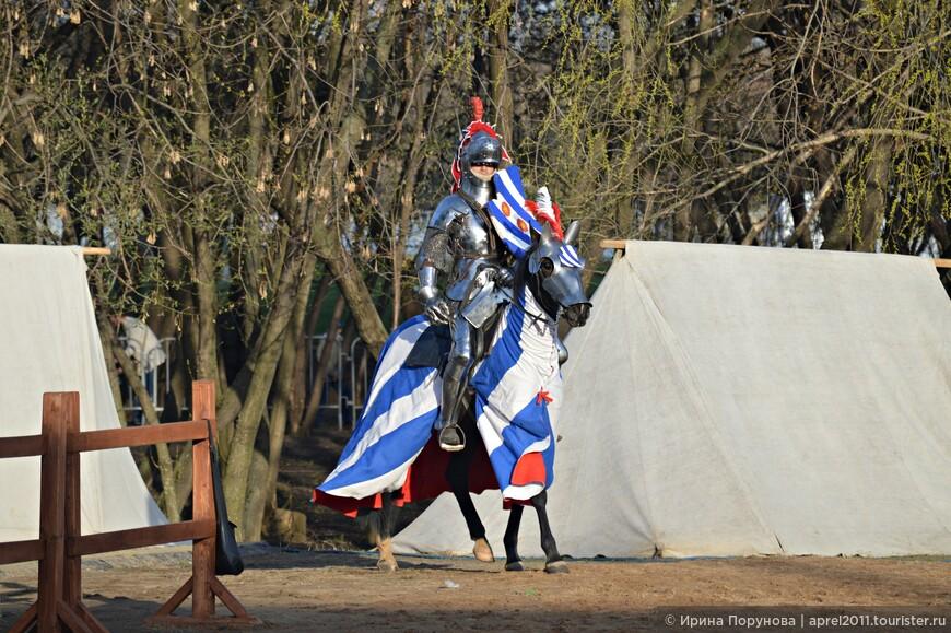 Юрий Богунов (Россия) – бессменный участник серии Турниров Святого Георгия, выступает на собственном коне по имени Кайзер. Девиз: Делай, что должно и будь что будет!