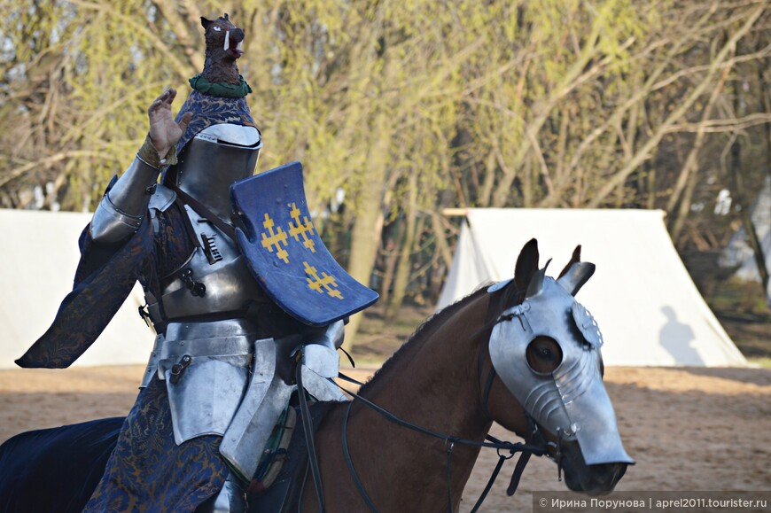 Рыцарь Дмитрий Савченко в доспехах.
