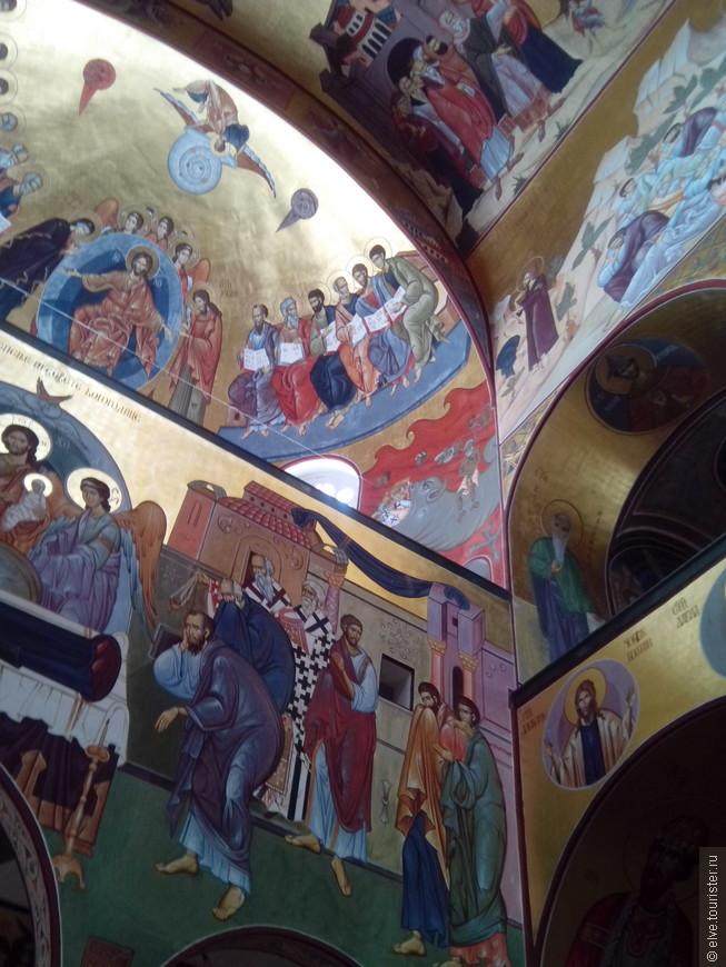 В1993 года фундамент храма был заложен Вселенским патриархом Варфаломеем, Сербским патриархом Павлом и Московским патриархом Алексием II.
