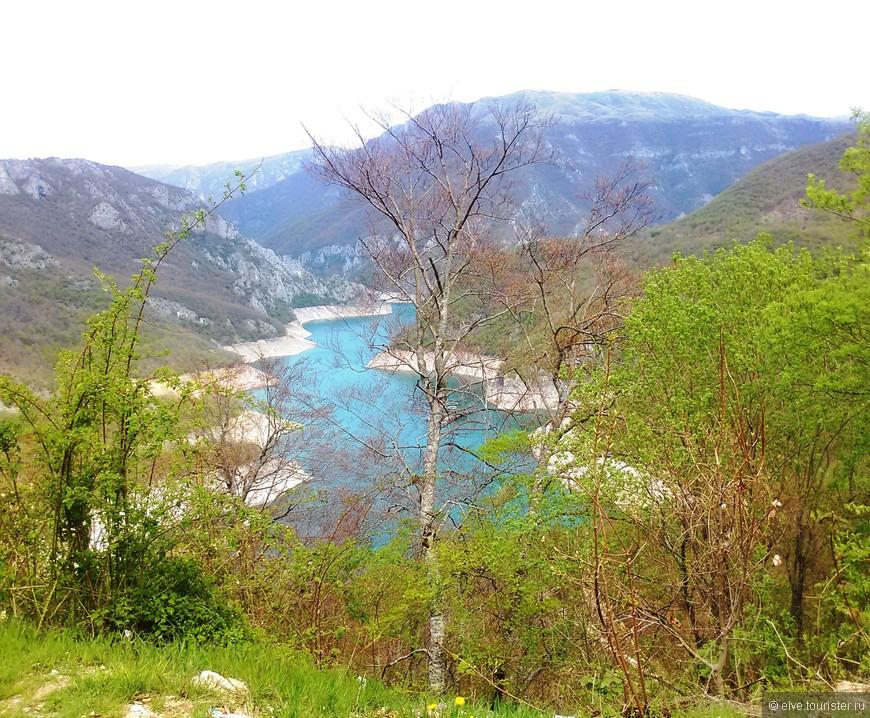 Получить полное впечатление от этой страны,  можно, следуя двум правилам: духовное паломничество и созерцание той красоты, которой Творец наделил именно Черногорию.