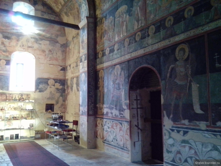 Чудесные старинные фрески монастыря
