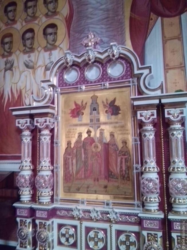Интересно , что семья русских царей была провозглашена святыми в Черногории прежде , чем в самой России.