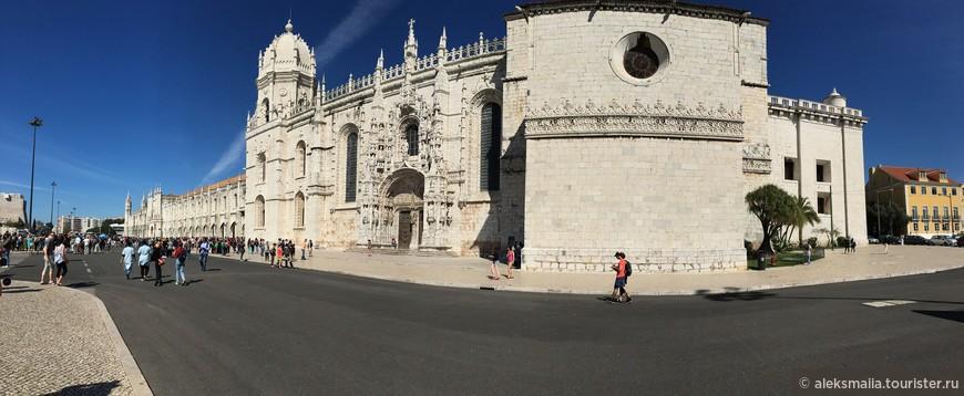Полное его название – Моштейру-ди-Санта-Мария – монастырь Св. Марии, но больше он известен как «Жеронимуш», ибо он принадлежал ордену иеронимитов. Это самый величественный и прекрасный памятник эры Великих географических открытий в Португалии. Фасад монастыря удлиненный, почти 300 метров в длину. Но пройтись вдоль него интересно, ведь он - ажурный. Этакое каменное кружево.