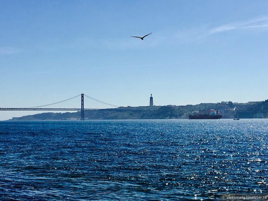 Его сходство со знаменитыми Золотыми воротами в Сан-Франциско не случайно - оба моста построила одна американская компания.
