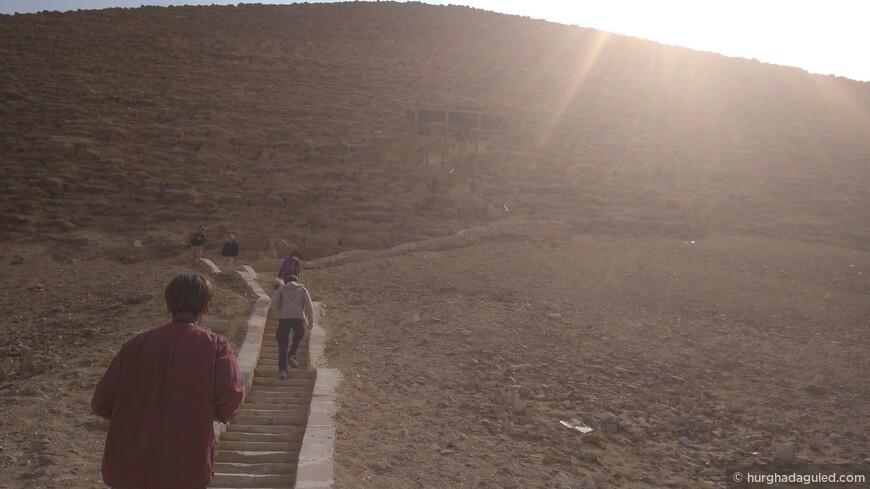 Дахшур. Вход в Красную пирамиду.