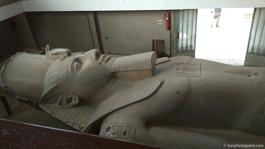 Мемфис. 20-ти метровая Статуя Рамзеса II
