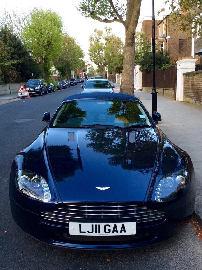Аston-Martin DB9. Любимый автомобиль Джеймса Бонда и Принца Чарльза.  Россия один из крупнейших покупателей этого автомобиля.