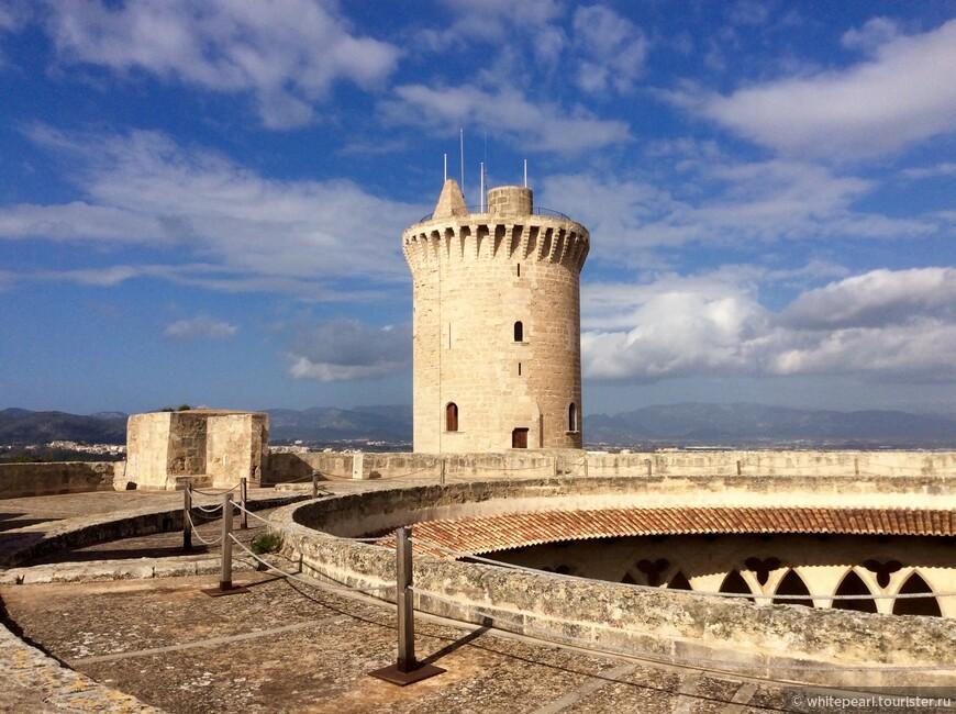 На крыше замка Бельвер (castillo de Bellver)